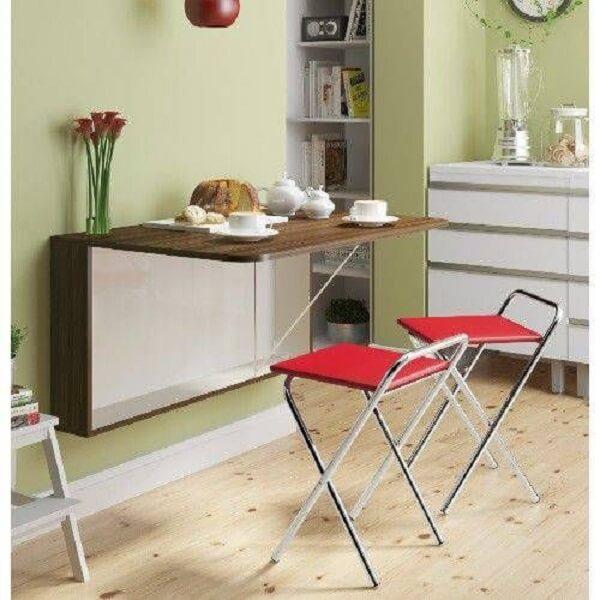 mesa dobrável de parede na cozinha