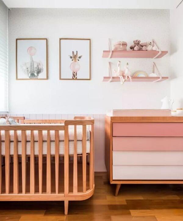 Modelo de cômoda retrô com acabamento em degradê rosa. Fonte: Revista Casa e Jardim