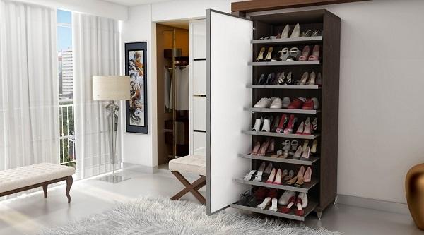 Modelo de sapateira com espelho na porta