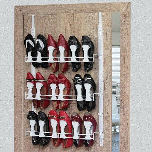 Modelo de sapateira de porta em madeira