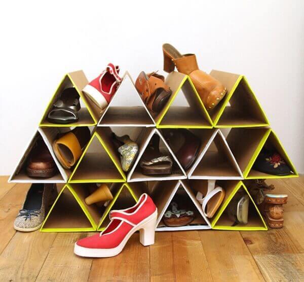Modelo de sapateira em caixa de papelão