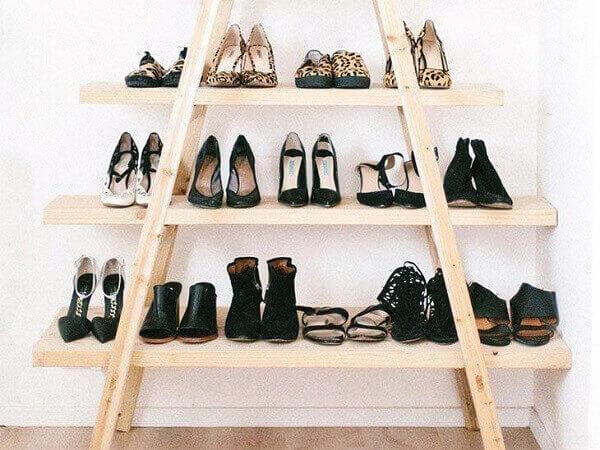 Modelo de sapateira escada de madeira