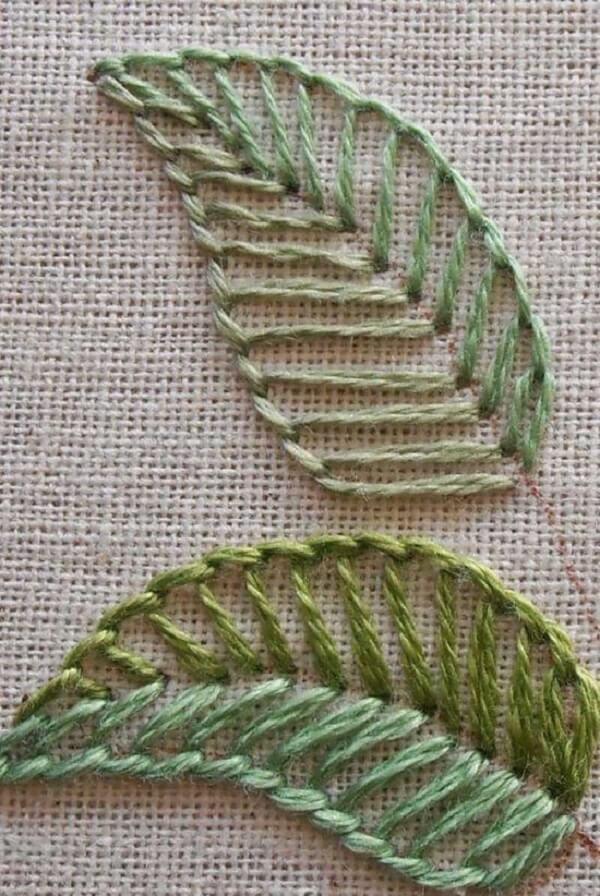 Modelos de folhas de crochê vazadas em cores mescladas