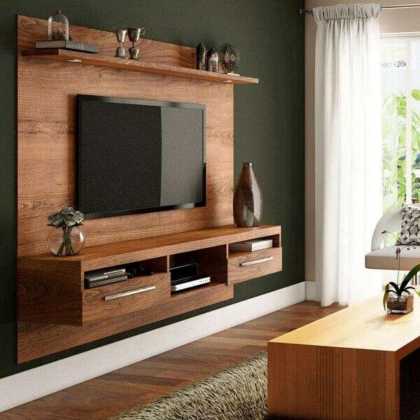 Painel para TV com acabamento amadeirado