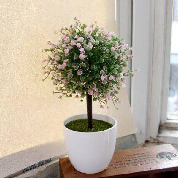 Plantas artificiais em vaso pequeno