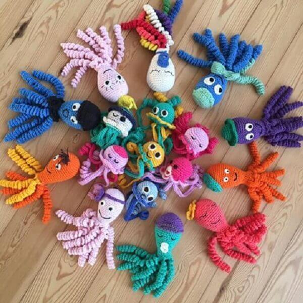 Polvo de crochê coloridos e alegres