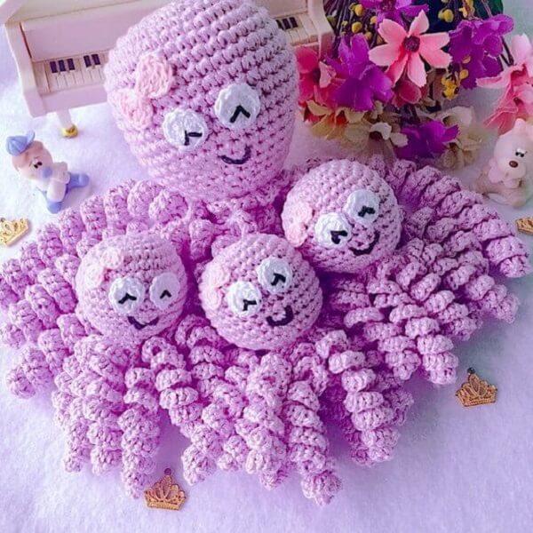 Polvo de crochê rosa