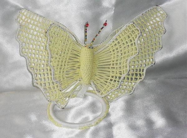 Porta pano de prato de crochê borboleta amarela claro