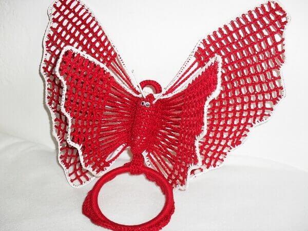 Porta pano de prato de crochê com borboleta vermelha
