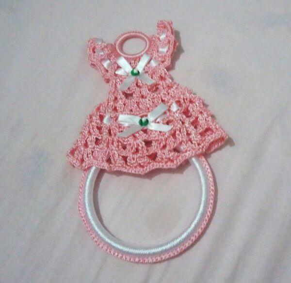 Porta pano de prato de crochê com vestinho rosa