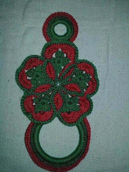 Porta pano de prato de crochê em vermelho e verde