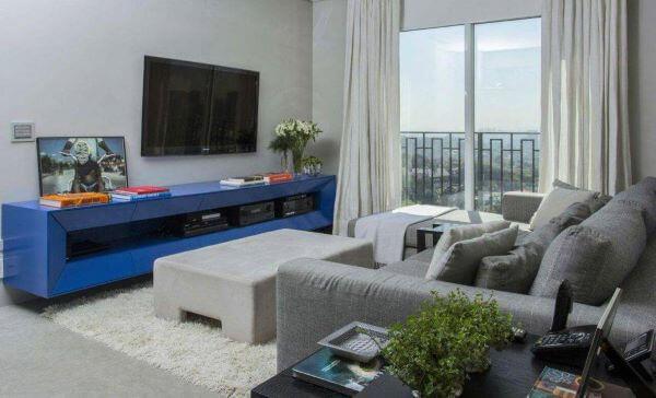 Rack para sala de estar compõe a decoração clean