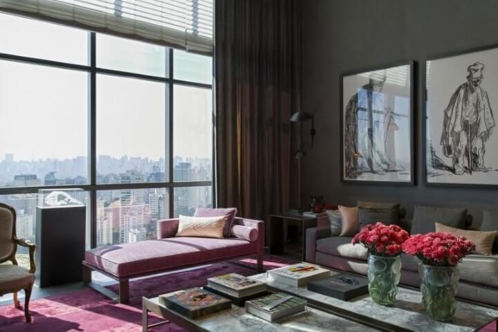 Recamier vinho na sala de estar sofisticada Projeto de Roberto Migotto
