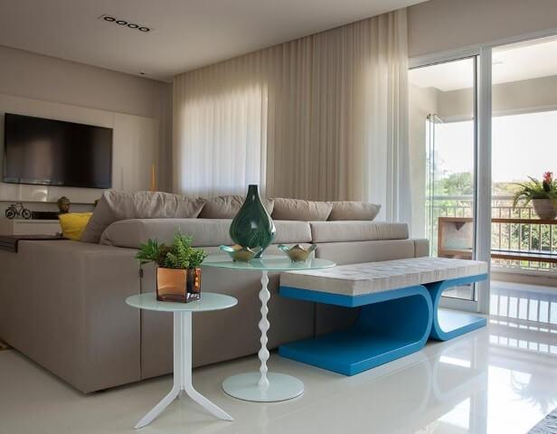 Sala de estar com recamier de base azul