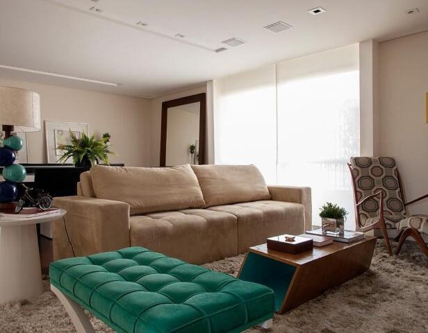 Sala de estar com recamier pequeno verde