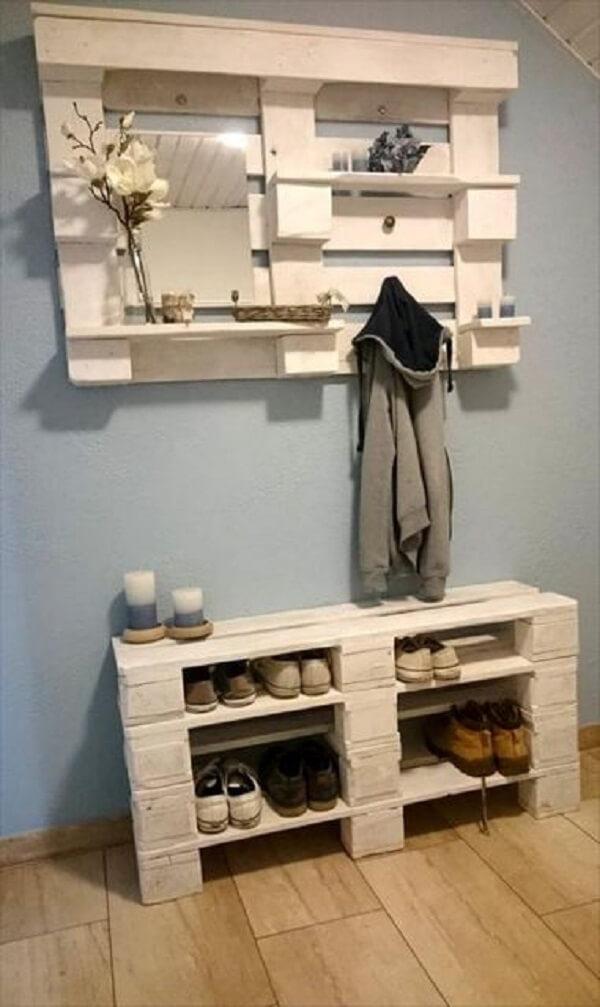 Sapateira branca feita com pallet