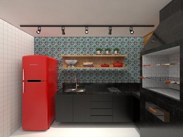 Varanda com geladeira colorida vermelha Projeto de Amis Arquitetura