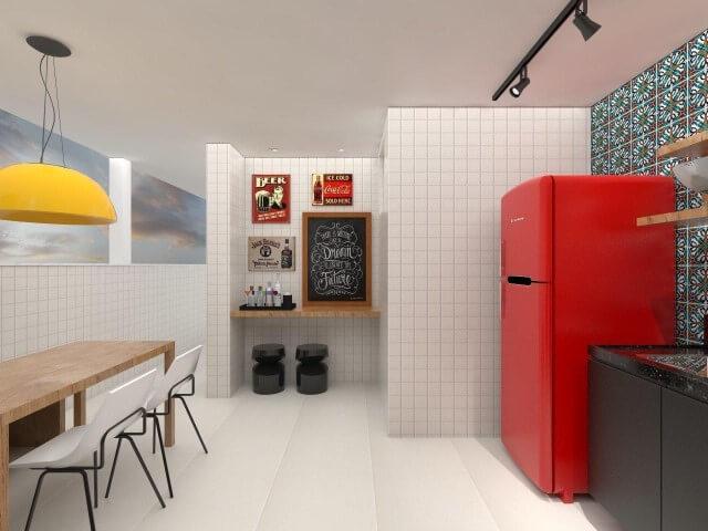 Varanda gourmet branca com geladeira colorida vermelha Projeto de Amis Arquitetura