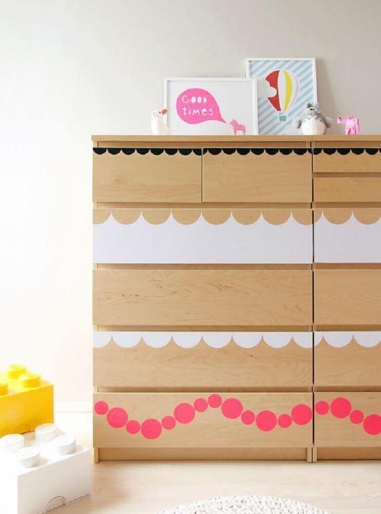 adesivos coloridos para cômoda de bebê de madeira