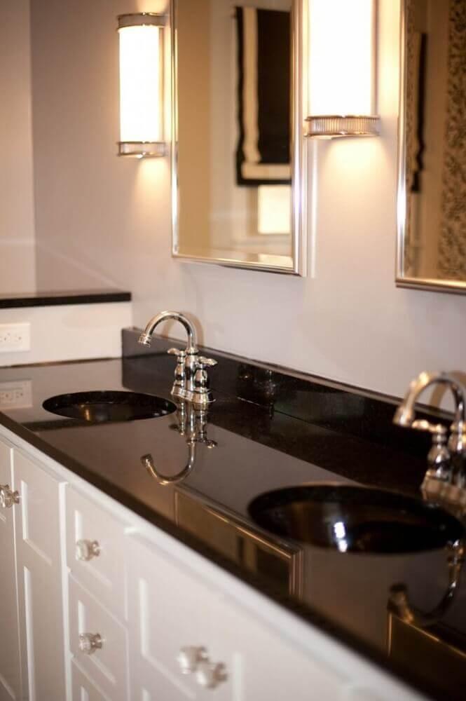 bancada de banheiro com granito preto aracruz
