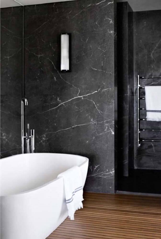 banheiro decorado com granito preto via láctea