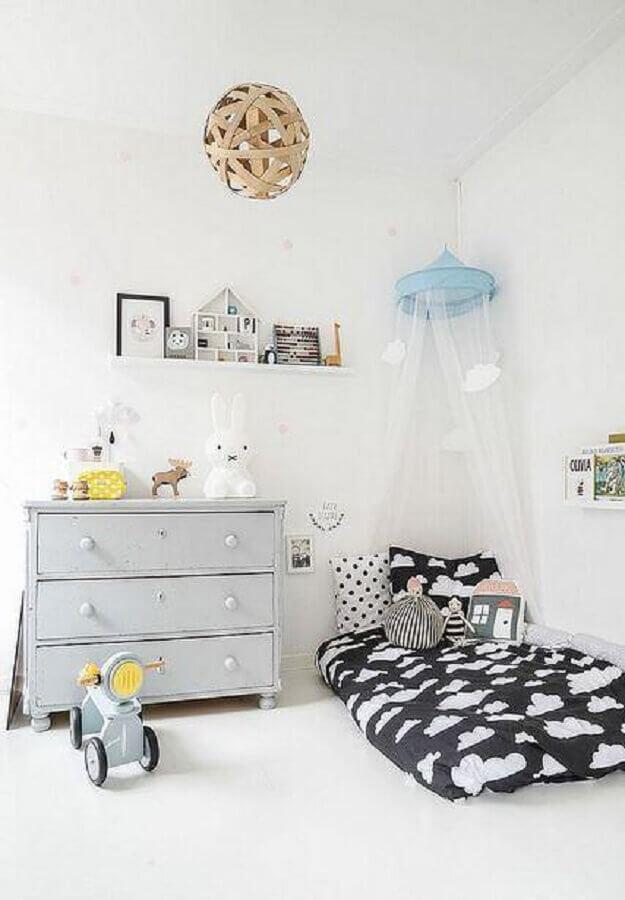 cômoda infantil simples para quarto montessoriano