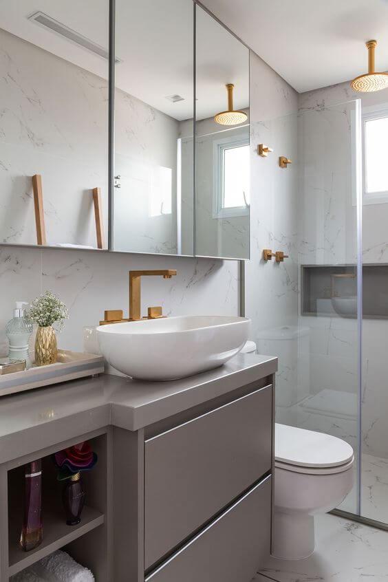 Cerâmica para banheiro com armário cinza