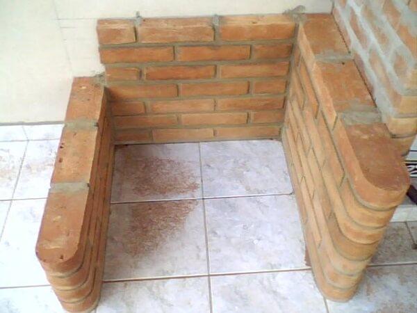 como fazer churrasqueira de tijolo