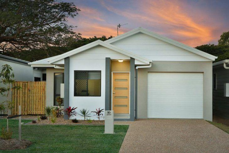 construção de casas com jardim na fachada