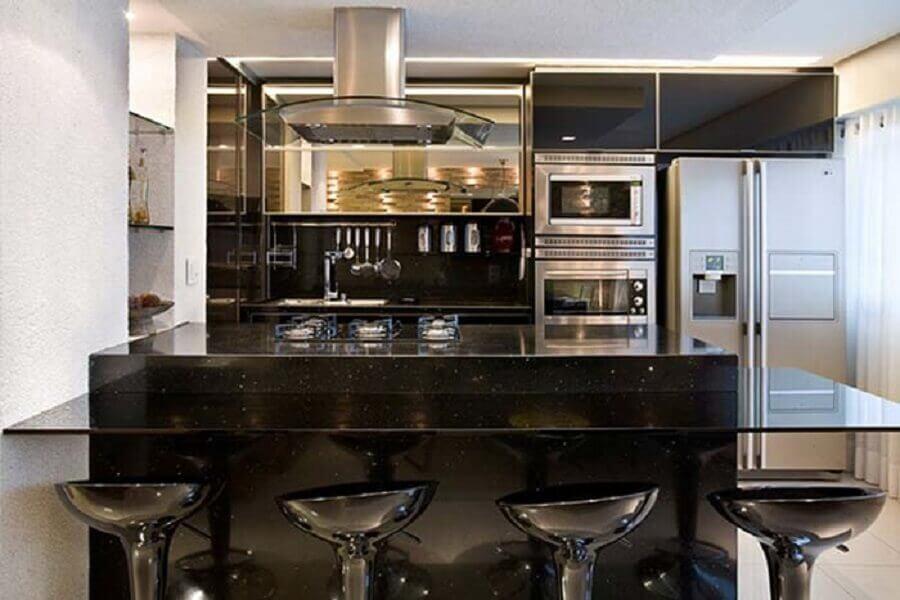 cozinha americana com bancada de granito preto são gabriel