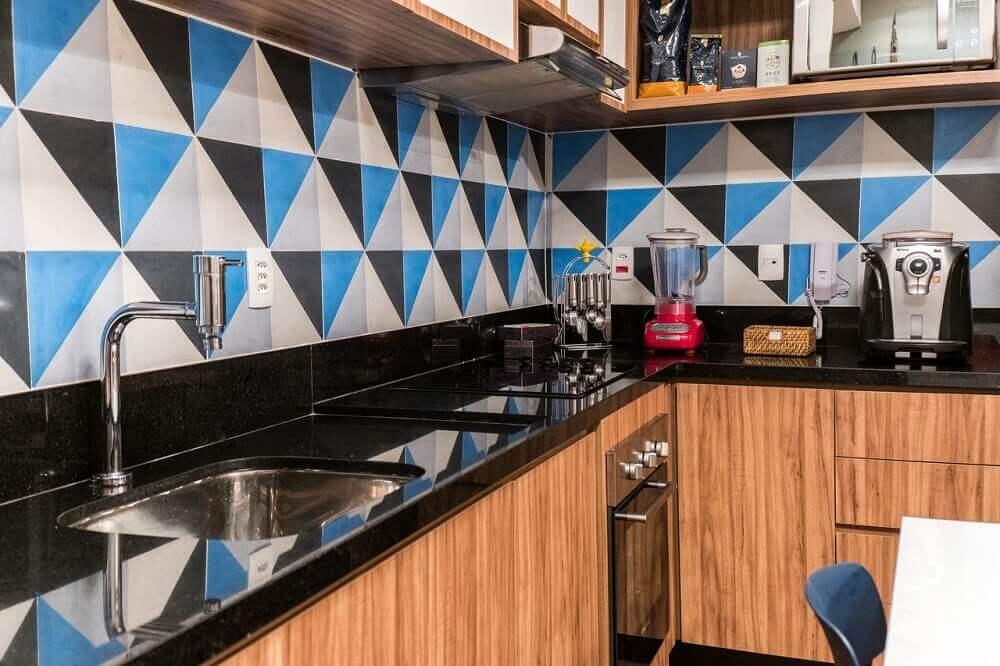 cozinha com granito preto aracruz e ladrilho hidráulico