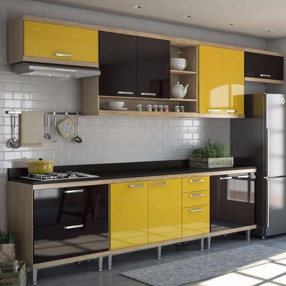 Cozinha modulada com armários em amarelo e preto