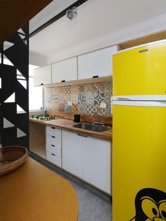 Que tal usar a geladeira amarela para sua cozinha modulada ser ainda mais bonita?