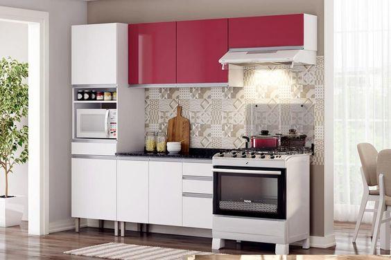 Escolha uma cor para destacar os armários da cozinha modulada, como o cor de rosa