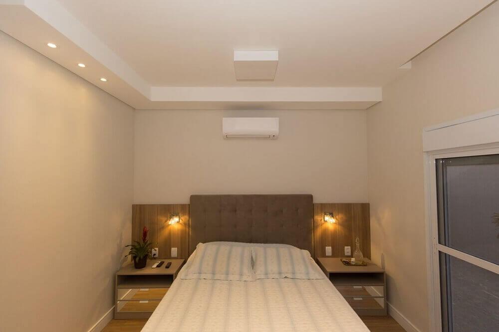 criado com espelho para decoração de quarto de casal simples