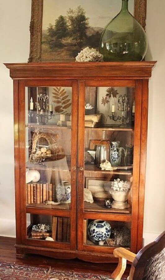 cristaleira antiga de madeira
