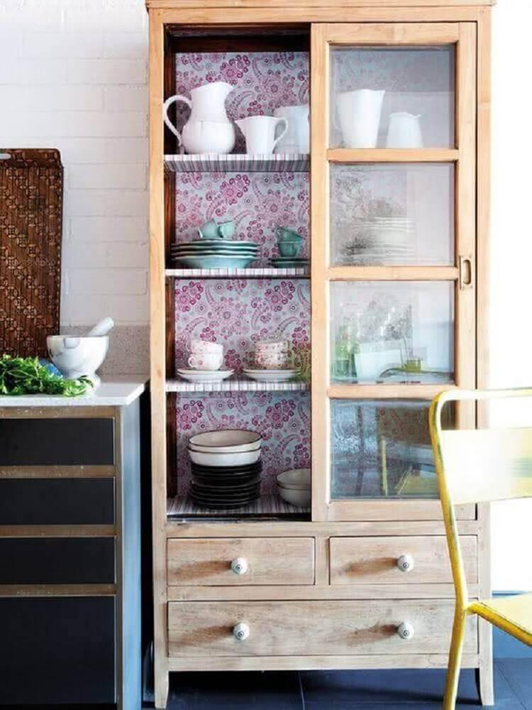 cristaleira de madeira para cozinha