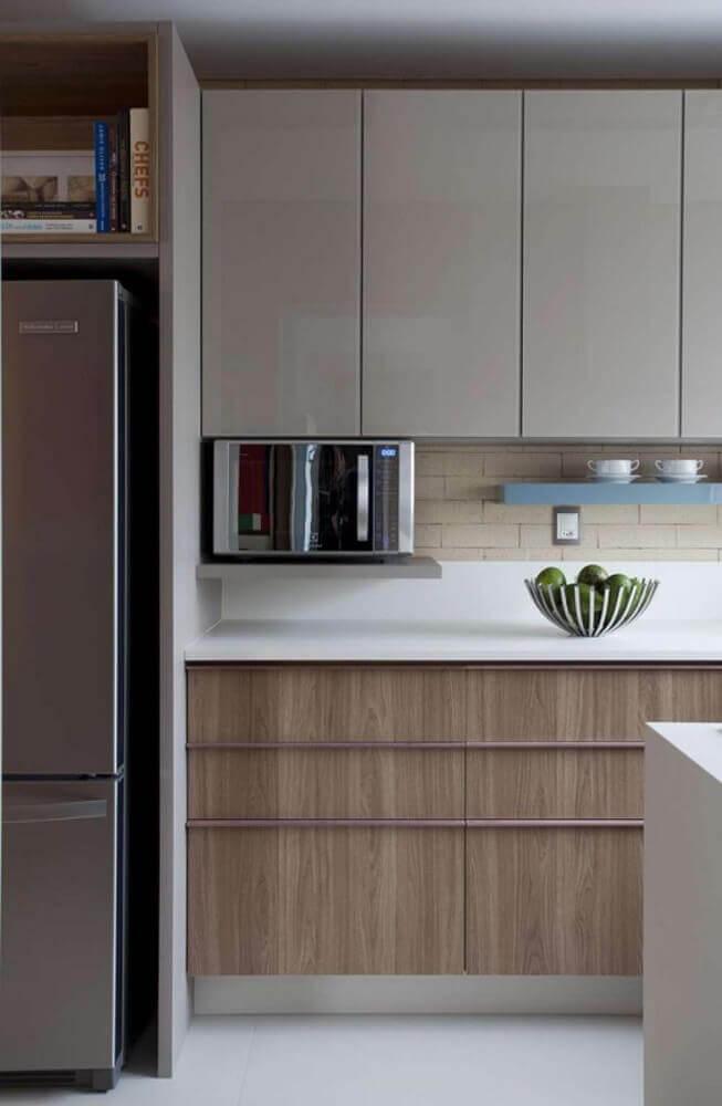 decoração clean com armário de cozinha modulado para cozinha compacta