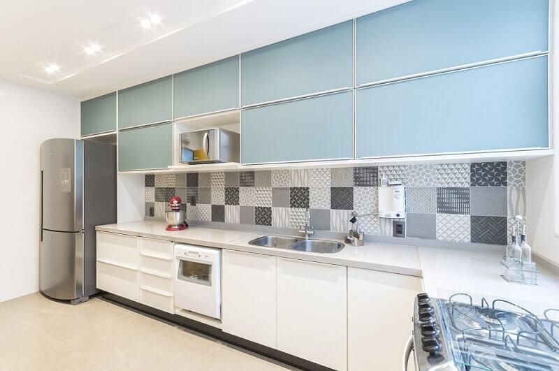 decoração com armário de cozinha de parede azul marcenaria planejada