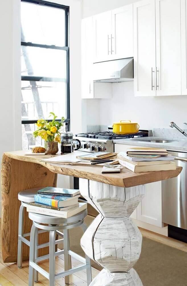 decoração com armário de cozinha de parede com bancada rústica