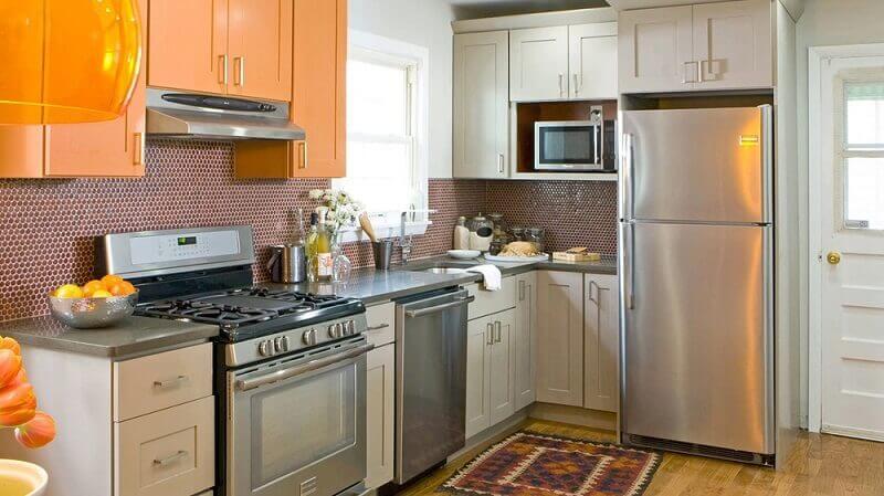 decoração com armários de cozinha em laranja e branco