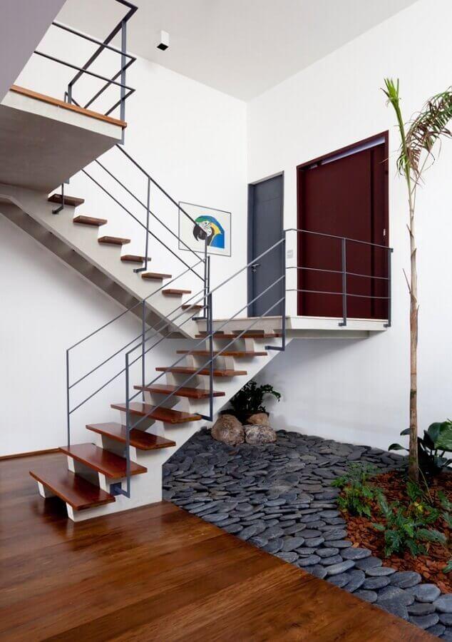 decoração com jardim embaixo da escada
