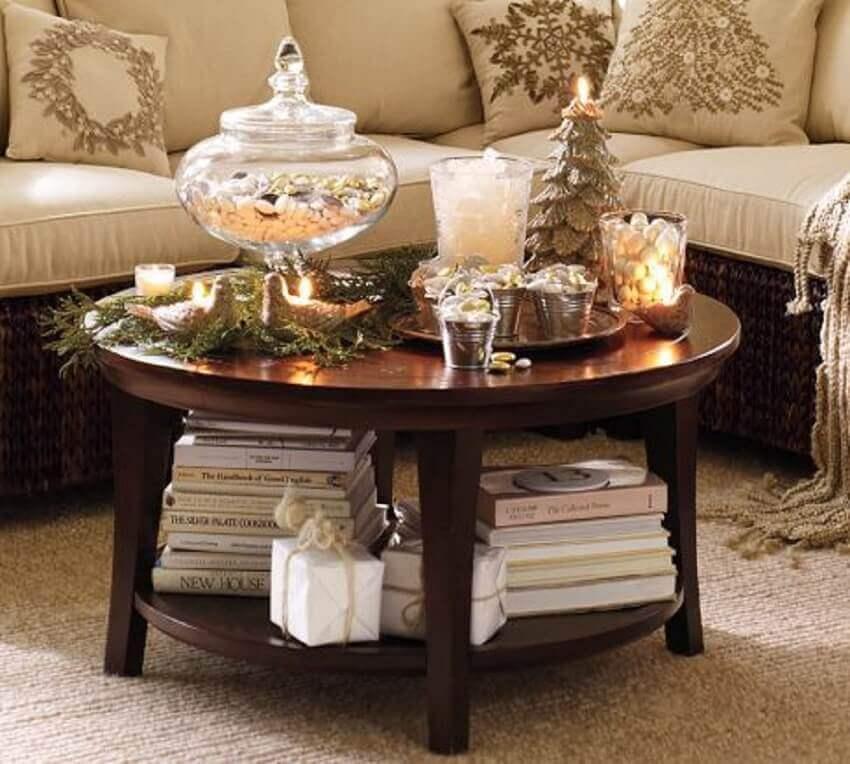 decoração com mesa redonda pequena para sala de estar- Foto Aripan Design