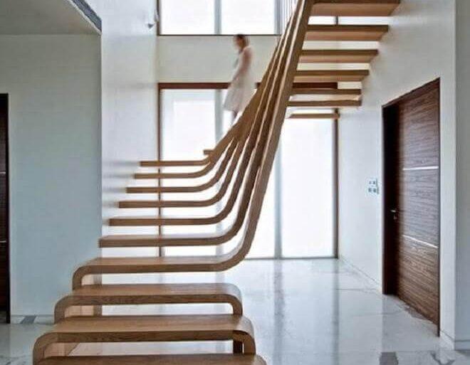 decoração contemporânea com escada de madeira com degraus diferentes
