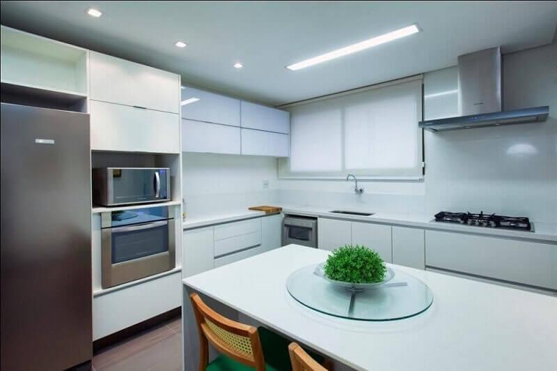 decoração cozinha branco com armário de cozinha planejado