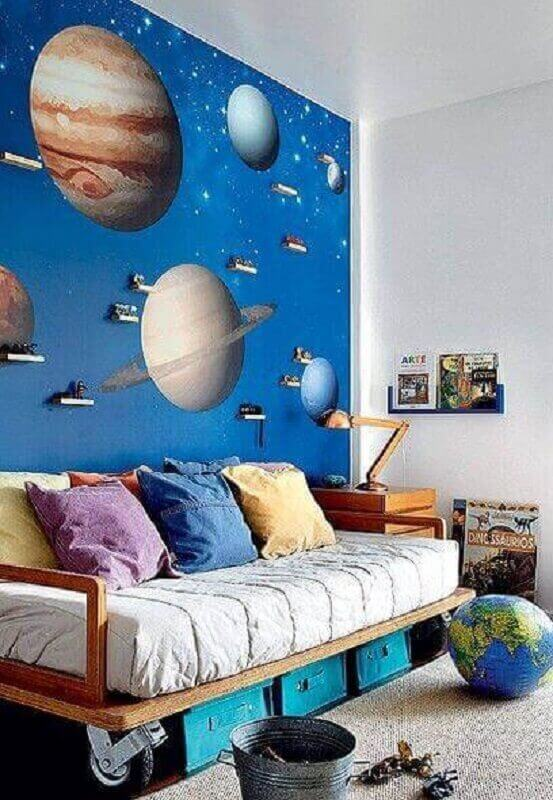 decoração de parede de quarto com adesivo de universo