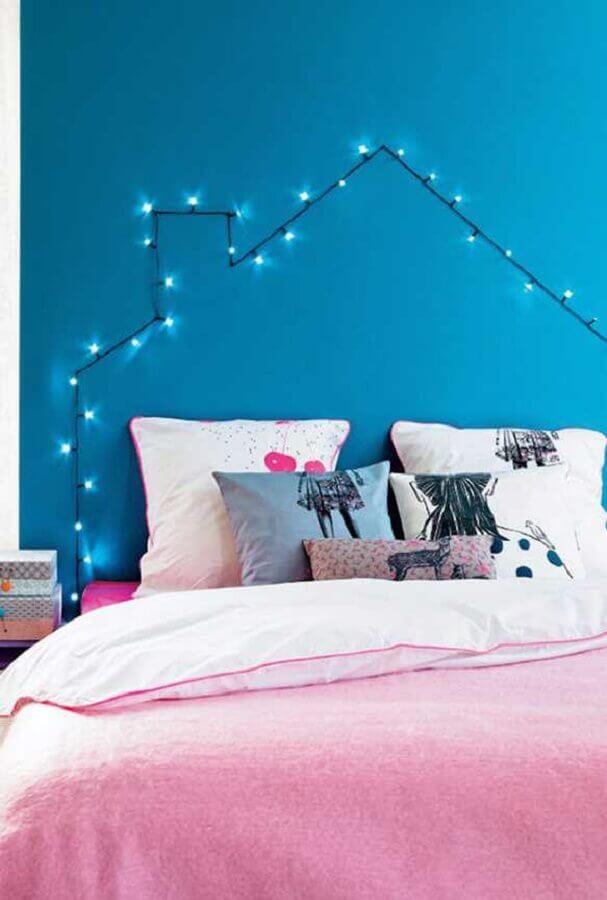 decoração de parede de quarto com pisca pisca