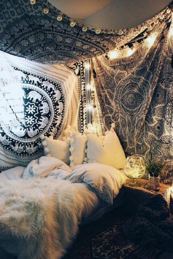 decoração de parede de quarto hippie com tecido