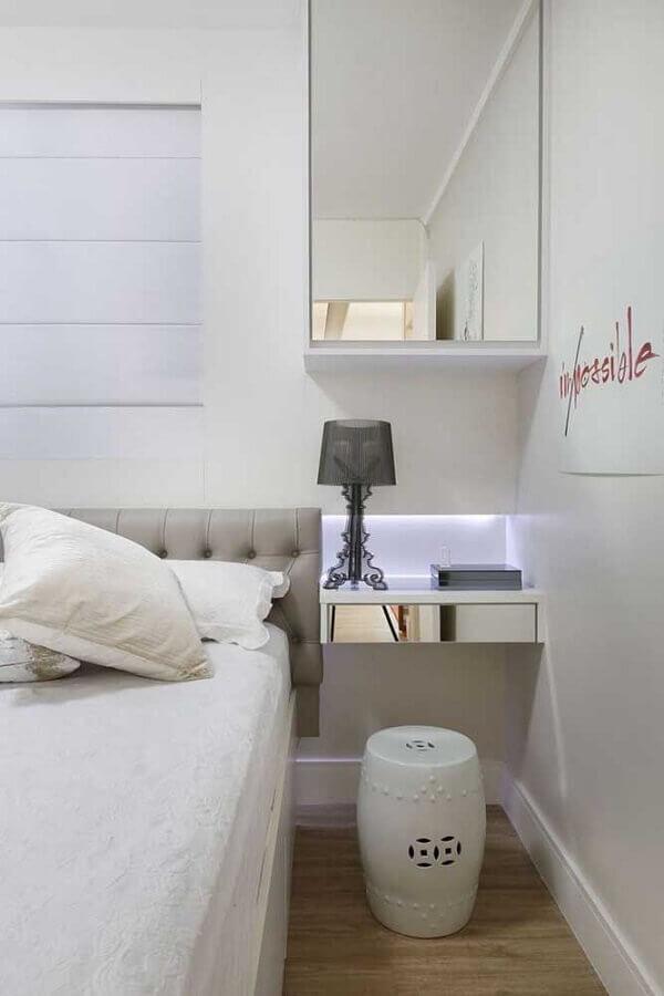 decoração de quarto branco com criado mudo suspenso espelhado Foto Pinterest