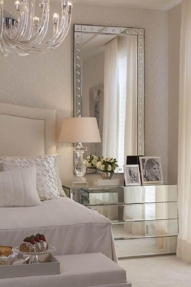 decoração delicada para quarto com criado mudo com espelho